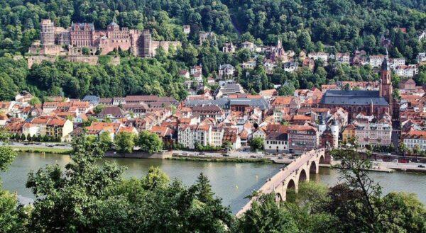 Vistas panorámicas de Heidelberg desde el paseo de los Filósofos en Alemania