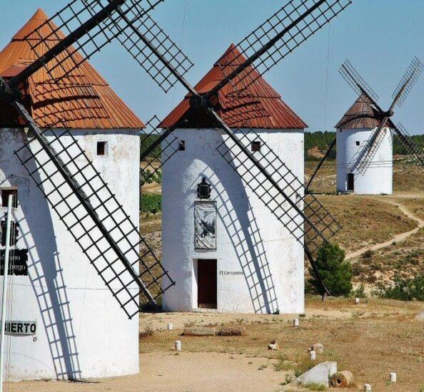 Molinos de viento en Mota del Cuervo en Castilla-La Mancha