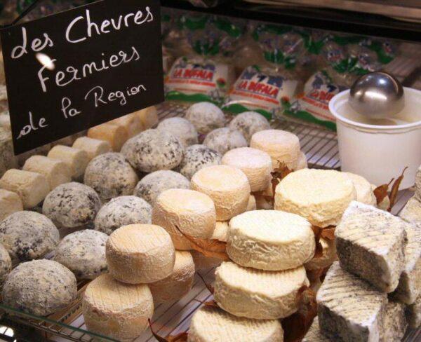 Quesos en el mercado de La Rochelle