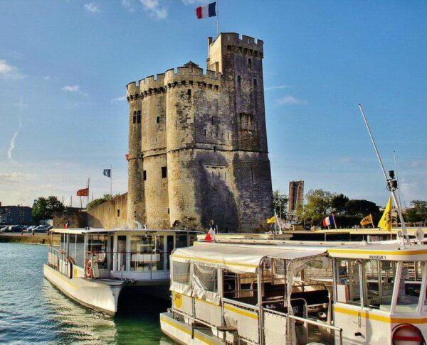 Torre de San Nicolás en La Rochelle al oeste de Francia