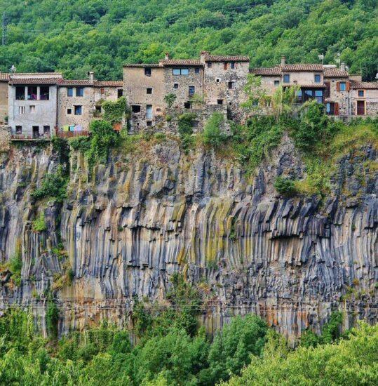 Castellfollit de la Roca en La Garrotxa en Cataluña