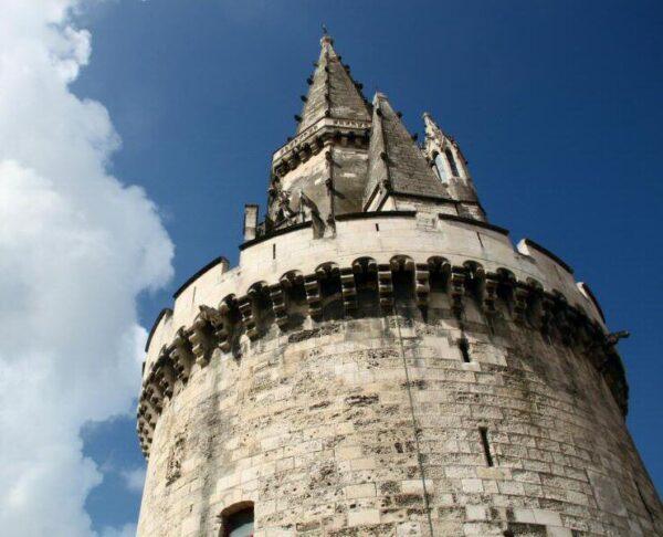 Torre de La Linterna en La Rochelle al oeste de Francia