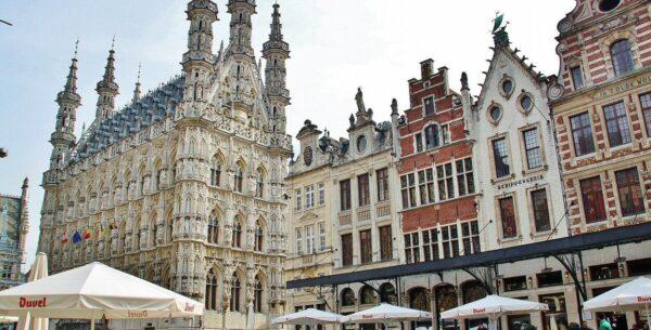 Ayuntamiento gótico de Lovaina en la región belga de Flandes