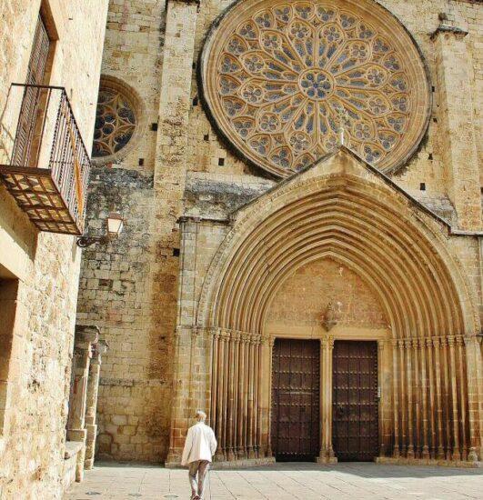 Monasterio de San Cugat del Vallés cerca de Barcelona