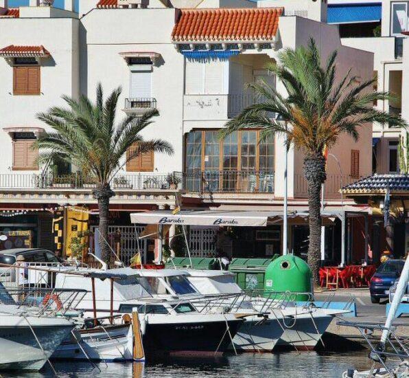 Pueblo de Cabo de Palos en el Mar Menor en Murcia