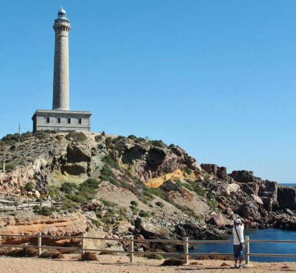 Faro del Cabo de Palos en el entorno del Mar Menor en Murcia