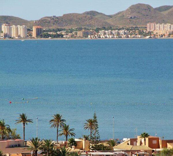Vistas del Mar Menor desde el mirador de La Manga en Murcia