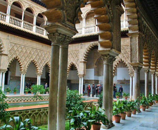 Patio de las Doncellas en el Real Alcázar de Sevilla