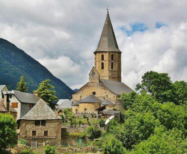 Iglesia románica de Sant Andreu en Salardú en el Valle de Arán