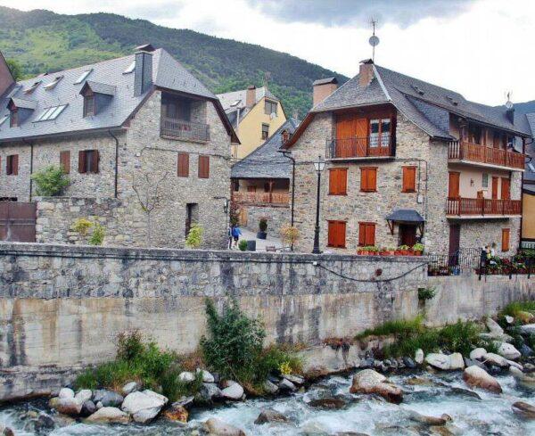 Vielha en el Valle de Arán en los Pirineos de Cataluña