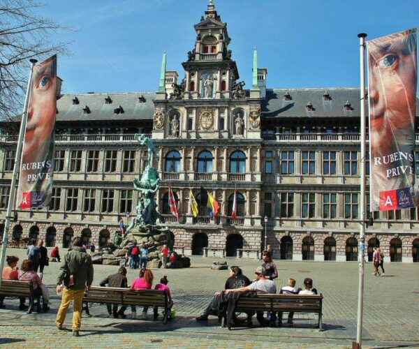 Ayuntamiento de Amberes en la plaza Mayor
