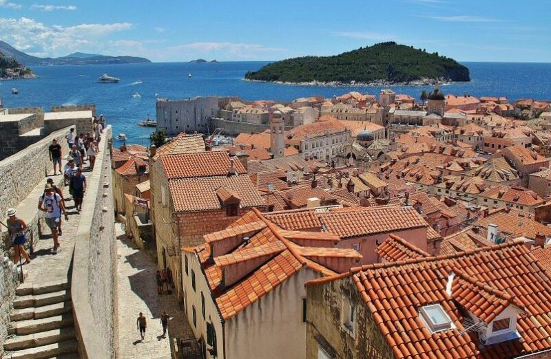 Vistas panorámicas de Dubrovnik en Croacia desde sus murallas
