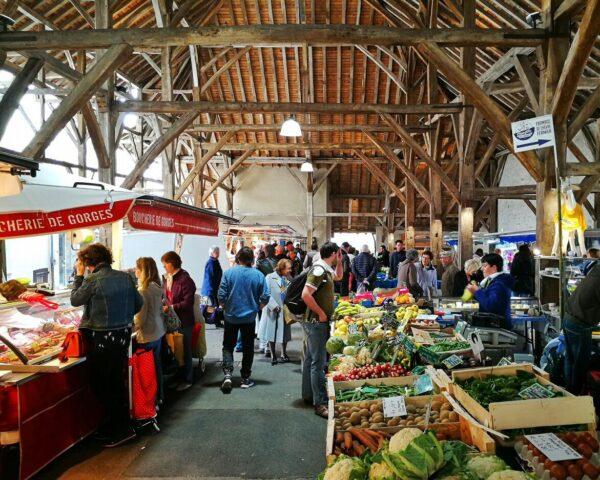 Mercado medieval de Clisson en la región Viñedo de Nantes
