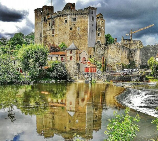 Castillo de Clisson en la región Viñedo de Nantes en Francia