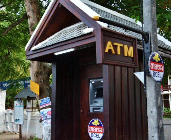 Dónde cambiar moneda en Laos