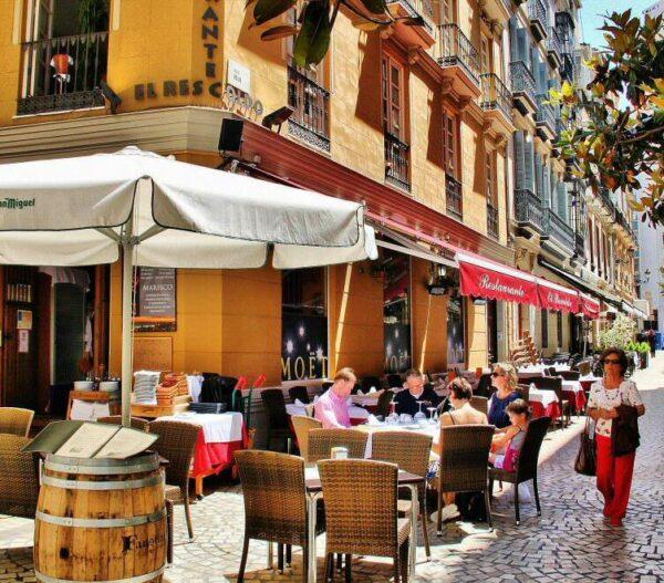 Zona de terrazas en el centro histórico de Málaga