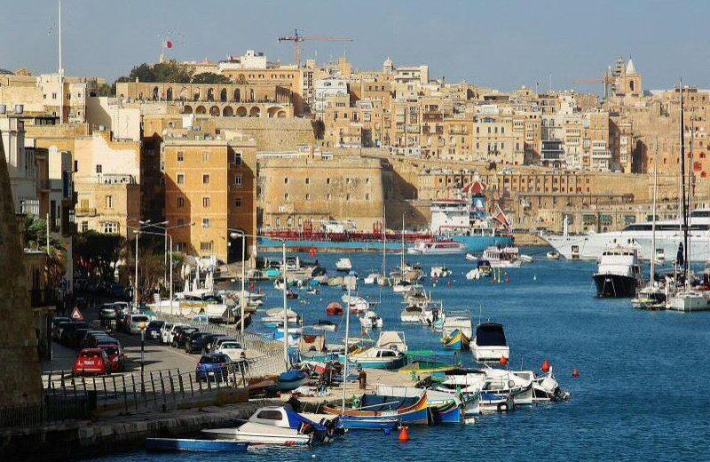 Vista de La Valeta desde el puerto de Birgu en Malta