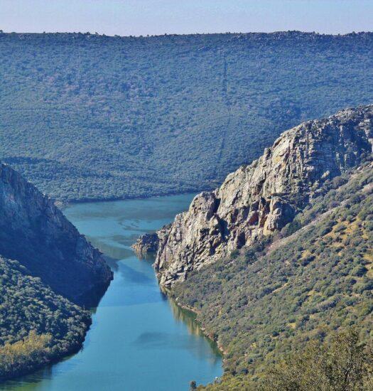 Salto del Corzo en parque nacional Monfragüe en Extremadura