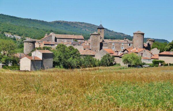 Santa Eulalia e Cernon en Occitania al sur de Francia