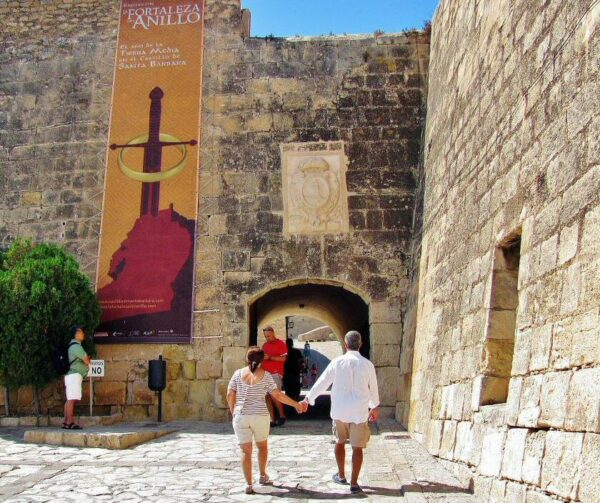 Entrada al castillo de Santa Bárbara en Alicante