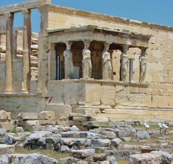 Tribuna de las Cariátides en el Erectión de la Acrópolis de Atenas