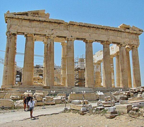 Partenón en la Acrópolis de Atenas en Grecia