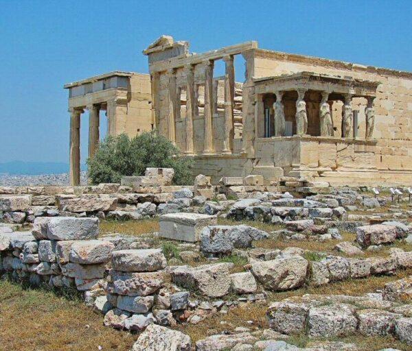 Erectión en la Acrópolis de Atenas en Grecia