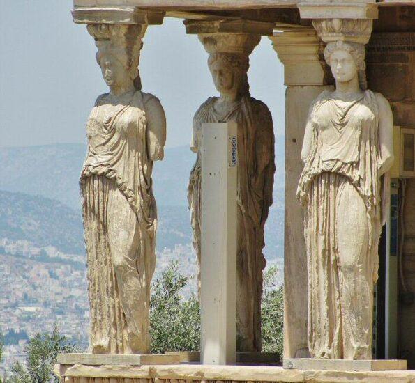 Cariátides en el Erectión de la Acrópolis de Atenas