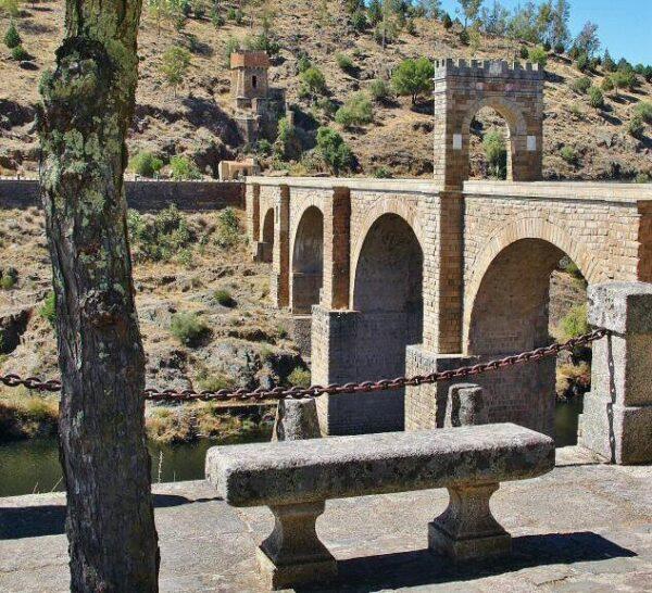 Puente romano de Alcántara en Cáceres en Extremadura