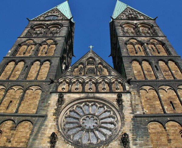 Fachada de la catedral de San Pedro en Bremen al norte de Alemania