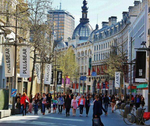 Calle comercial en el centro de Amberes