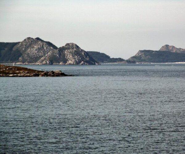 Vistas de las islas Cíes desde el Parador de Bayona