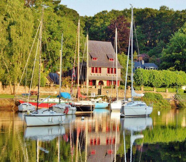 Estuario de Pont Aven en Bretaña al oeste de Francia