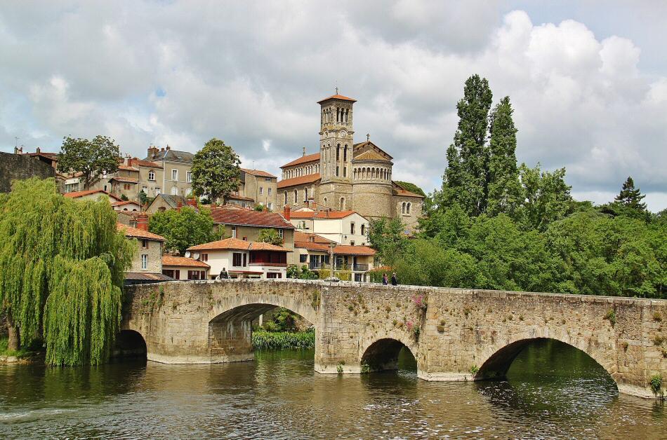 Clisson en los Viñedos de Nantes al oeste de Francia