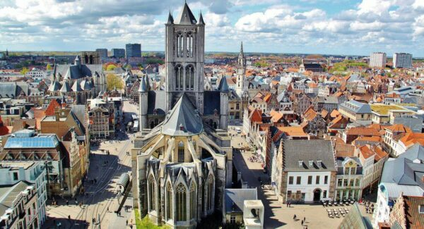 Iglesia de San Nicolás desde la torre campanario de Gante