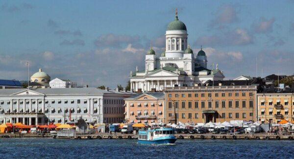 Plaza del Mercado de Helsinki en Finlandia