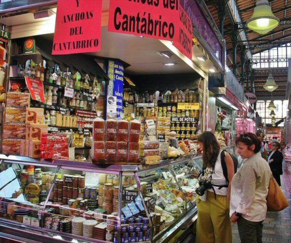 Productos típicos cántabros en el mercado de la Esperanza en Santander