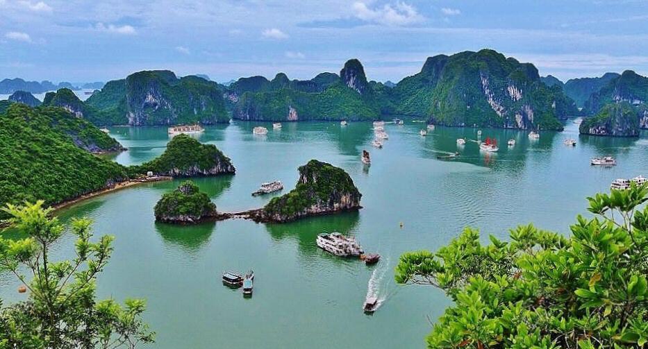Lo mejor que ver en Bahía de Halong (Vietnam): cómo hacer un crucero   Guías Viajar