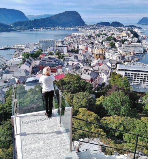 Vistas panorámicas de Alesund en los Fiordos de Noruega