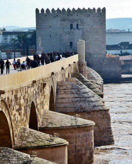 Torre de la Calahorra y puente romano de Córdoba