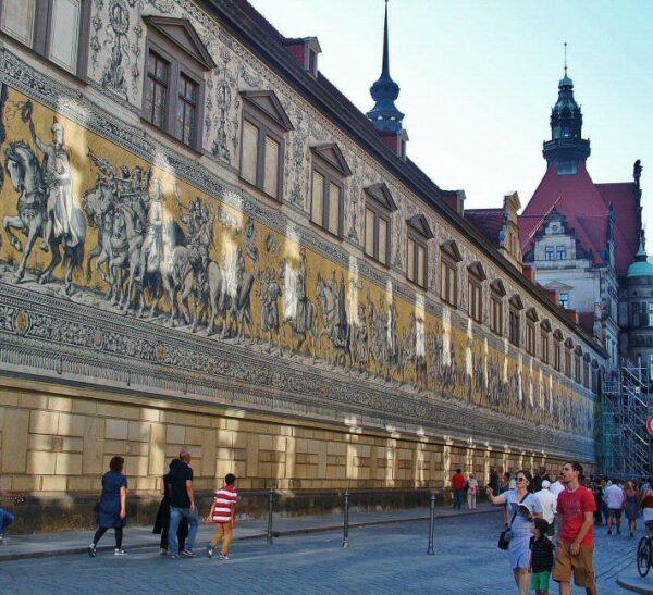 Procesión del Príncipe en el centro histórico de Dresde