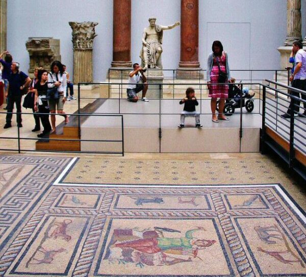 Mosaicos del Mercado de Mileto en el Museo Pérgamo de Berlín