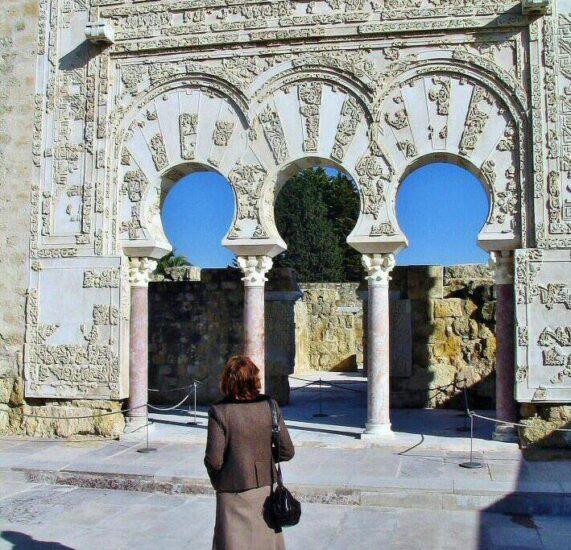 Puerta de la Casa de Yafar en Medina Azahara cerca de Córdoba