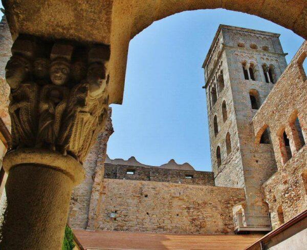 Monasterio de Sant Pere de Rodes en Costa Brava en Cataluña