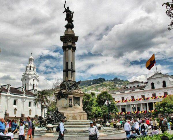 Plaza Grande en el centro histórico de Quito en Ecuador