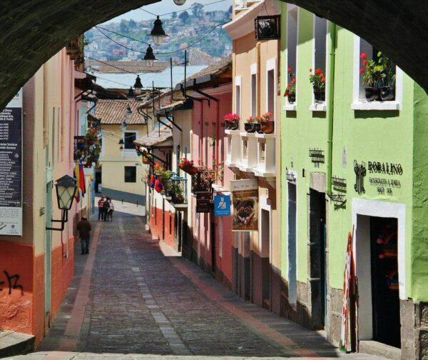 Calle de la Ronda en el centro histórico de Quito