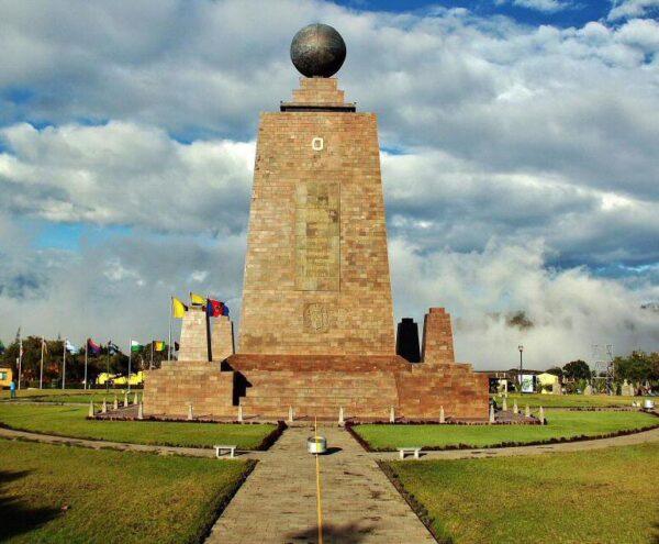 Monumento de la Mitad del Mundo cerca de Quito