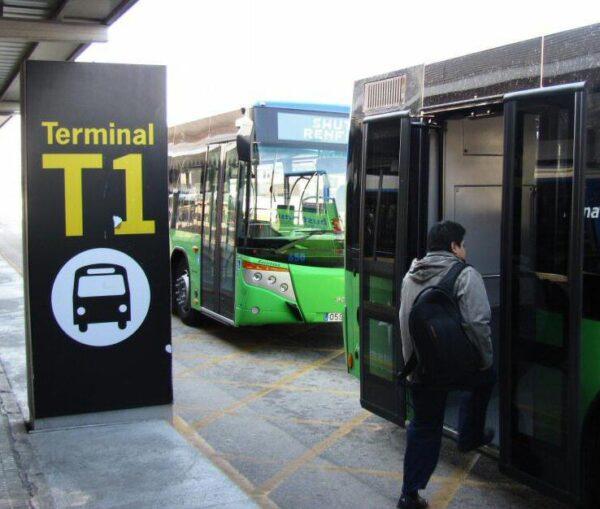 Autobuses de traslado a T1 desde estación de trenes de cercanías del aeropuerto de Barcelona