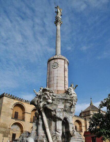 Estatua de San Rafael en Córdoba