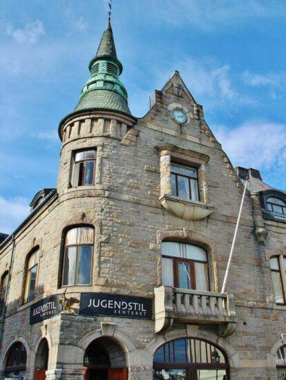 Centro de Art Noveau Jugend en Alesund en Fiordos de Noruega